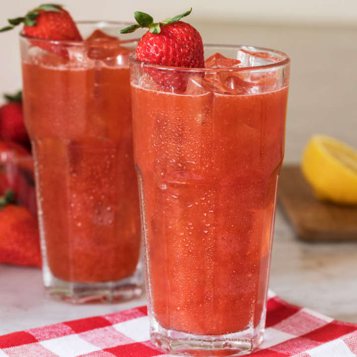 Refreshing Strawberry Iced Tea